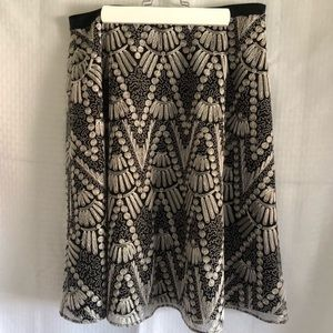 Due Per Due Black and white embroidered skirt 10P